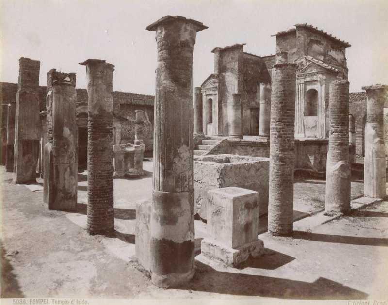 Temple-of-Isis-studna-ano-ciastocne-foto1909.jpeg
